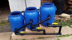 DIY pond filter design - garden pond ideas and construction tips Pond Filter Diy, Pond Filter System, Pond Filters, Small Water Gardens, Building A Pond, Diy Pond, Aquaponics System, Aquaponics Greenhouse, Small Gardens