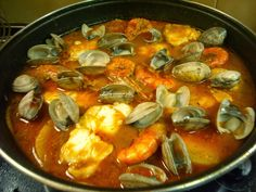 ToDo SoBre CaRmeN : CALDERETA DE RAPE CON ALMEJAS GAMBAS Y PATATAS Latin Food, Salsa Verde, Fish Dishes, Kitchen Recipes, Fish And Seafood, Paella, Spanish, Keto, Cooking