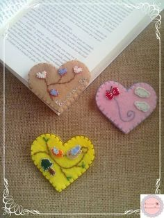 Heart Shaped Page Corner Bookmarks Fabric Crafts, Sewing Crafts, Sewing Projects, Craft Projects, Diy Bookmarks, Corner Bookmarks, Ribbon Bookmarks, Felt Christmas, Christmas Crafts
