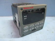 Honeywell UDC2500 Temperature Controller DC2500-EE-0L0R-200-10000-00-0 Operator. See more pictures details at http://ift.tt/2ckUWTG