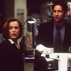 "383551 03: Gillian Anderson and David Duchovny in ""The X-Files - The Movie."" (Photo by FOX/Liaison)"