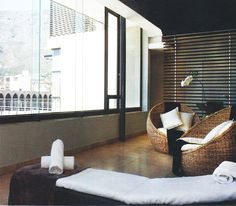 Neutral colors, natural materials, candles, lights, you don't need too much to create the atmosfere , enjoy and relax...