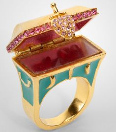 (Gorgeous Disney Couture Hidden Treasure Chest Ring is big enough to house some real treasure!) oOoOOoOooohh me likey Disney Couture Jewelry, Disney Jewelry, Cute Disney, Disney Style, Disney Outfits, Disney Fashion, Treasure Chest, Disneybound, Antique Rings