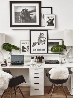 Whether you run a business from home or just use your desk for checking email, your home office has the distinct advantage of being at home. So why stick with a bland desk, when you can have a work… Home Office Design, Home Office Decor, House Design, Home Decor, Office Chic, Cool Office Space, Guest Room Office, New Room, Office Interiors