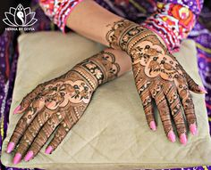 Mehndi designs are something that go out of fashion quickly and so you need a few design suggestions every now and then! Check out these latest mehndi designs for hands! Indian Mehndi Designs, Latest Bridal Mehndi Designs, Modern Mehndi Designs, Mehndi Design Pictures, Mehndi Designs For Fingers, Beautiful Henna Designs, Latest Mehndi Designs, Mehndi Images, Engagement Mehndi Designs