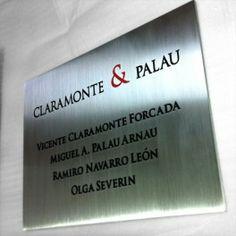 Placa de aluminio grabado.