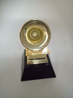 23 cm 1:1 cuộc sống thực kích thước Replica Grammy Trophy Kẽm HỢP KIM Kim Loại trophy w/Tinh Thể màu đen cơ sở Âm Nhạc Quà Lưu Niệm giải thưởng