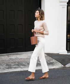 58 Minimalist Outfit Ideas For Fall 2018 - Herren- und Damenmode - Kleidung Mode Outfits, Jean Outfits, Casual Outfits, Fashionable Outfits, Outfit Jeans, White Pants Outfit, Casual White Jeans Outfit Summer, Casual Friday Summer, White Culottes Outfit