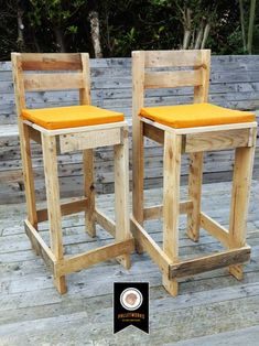 Pallet Bar Stool // Seat chair Reclaimed Recyled by PalletWorksUK Pallet Bar Stools, Pallet Stool, Bar Stool Seats, Diy Pallet Furniture, Diy Pallet Projects, Bar Chairs, Upcycled Furniture, Wood Furniture, Rustic Outdoor Bar Stools