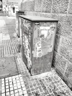 Fragmentos de la urbe 37. #design #graphicdesign #diseñografico #diseño #streetphotography #fotografiadelacalle #picoftheday #fotodeldia #matostudiodesign @matostudio #blackandwhitephotography #blancoynegro #photoshoot https://www.facebook.com/MatostudioDesign/