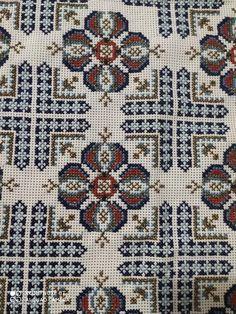 Cross Stitch Cushion, Cross Stitch Art, Cross Stitch Borders, Cross Stitch Flowers, Cross Stitch Designs, Kite, Cushion Covers, Embroidery Stitches, Bohemian Rug
