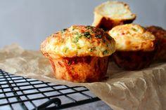 Skønne Hvidløgsbrøds Muffins Med Cheddar Og Parmesan