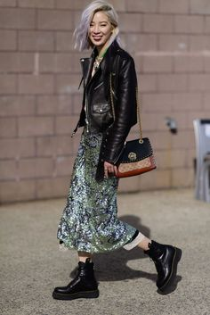 The Best Street Style From New York Fashion Week Fall 2018 Source by yolandiandlife women shoes Street Style Trends, New Street Style, Cool Street Fashion, Street Style Looks, Look Fashion, New Fashion, Korean Fashion, Autumn Fashion, Fashion Design