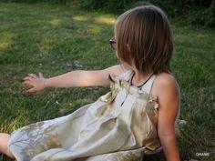 Mini princesse en robe Véga, grain de couture, grame