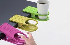 Uma solução para limpeza e organização. Você não mancha sua mesa e nem corre o risco de derrubar bebida nos papéis!