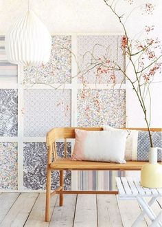 O papel de parede é um super acessório decorativo. Ele é ótimo para dar destaque à paredes de diferentes ambientes da casa e traz uma variedade rica de cores, estampas e texturas para a composição. Ao invés de usá-lo da forma tradicional, saia da zona de conforto e invista em um visual totalmente diferente paraLeia mais