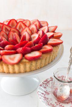 Classic Strawberry Tart via Au Petit Goût - Elizabeth Gaubeka Photography