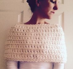 I wanted to make a simple shrug. Nothing too fancy, and certainly nothing too complicated. Oh, and something quick. I loves a quick p. Crochet Caplet, Crochet Scarves, Diy Crochet, Crochet Shrugs, Simple Crochet, Crochet Sweaters, Crochet Shrug Pattern Free, Crochet Stitches, Free Pattern