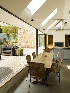 Here you will find photos of interior design ideas. Get inspired! Indoor Outdoor Living, Outdoor Rooms, Outdoor Furniture Sets, Outdoor Decor, Outdoor Dining, Interior Architecture, Interior And Exterior, Modern Loft, Diy Décoration