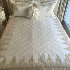 Damla Yatak Örtüsü | Ekru&Gold Bed Cover Sets, Bed Covers, Smocking Patterns, Embroidery Works, Home Textile, Bed Spreads, Linen Bedding, Luxury Bedding, Bed Sheets