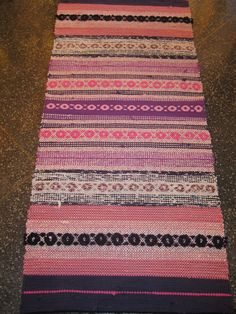 Ruusukasmatto Weaving Textiles, Weaving Patterns, Textile Patterns, Recycled Fabric, Woven Rug, Scandinavian Style, Needlepoint, Pattern Design, Bohemian Rug