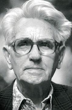 † Douwe Tamminga (November 22, 1909 - April 5, 2002) Dutch poet, proza-writer and translator.