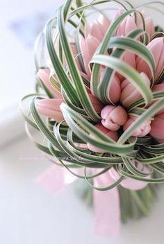 Flower Decorations, Wedding Decorations, Decor Wedding, Rose Flower Arrangements, Concrete Garden Ornaments, Flower Quotes, Deco Table, Bridal Flowers, Green Flowers