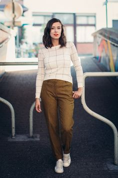 Our ambassador Brunette Blogging is wearing a Rue Blanche sweater and trousers, all available this week during our #IkkoopBelgisch week on Vente-Exclusive.com!