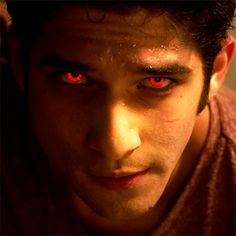 File:Teen Wolf Scott McCall close-up red eyes. Stiles Teen Wolf, Teen Wolf Scott, Teen Wolf Eyes, Teen Wolf Werewolf, Alpha Werewolf, Tyler Posey, Scott Mccall, Meninos Teen Wolf, Teen Wolf Funny