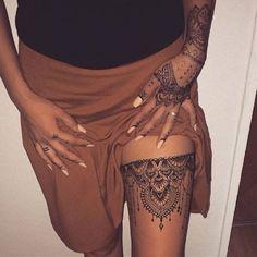 Oriental Art Thigh Henna tattoo #heena #mehendi #womentriangle #heenatattoo