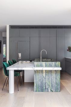 Rose Bay House by Fiona Lynch; Chefs, Decoracion Vintage Chic, Two Tone Kitchen, Open Kitchen, Room Kitchen, Kitchen Island, Rose Bay, Melbourne House, Vogue Living
