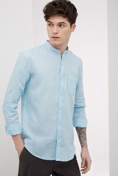 Camisa de lino con cuello mao - u man | Adolfo Dominguez shop online Yoga Fashion, Mens Fashion, Fashion Outfits, Tailored Shirts, Casual Shirts, Camisa China, Stylish Men, Men Casual, Trench Coat Men