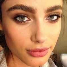 Makeup Artist ^^ | https://pinterest.com/makeupartist4ever/  bushy eyebrows - Pesquisa Google