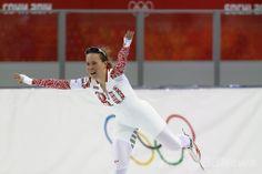ソチ冬季五輪、スピードスケート女子3000メートル。銅メダルを獲得し歓喜するオルガ・グラフ(Olga Graf、2014年2月9日撮影)。(c)AFP/ADRIAN DENNIS ▼10Feb2014AFP ロシア勢初メダルの女性選手、喜ぶあまり思わぬものをあらわに http://www.afpbb.com/articles/-/3008113?ctm_campaign=txt_relation&3008379 #Sochi2014 #Olga_Graf