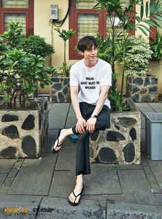 Lee Dong Wook_ Simples e belo. Ahn Jae Hyun, Joo Hyuk, Gong Yoo, Asian Actors, Korean Actors, Lee Dong Wook Wallpaper, Lee Dong Wok, Asian Male Model, Kim Go Eun