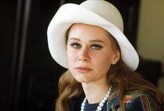 RIP Karen Black Karen Black, Classic Movies, Panama Hat, Cowboy Hats, Lady, Archive, Fashion, Flowers, Moda
