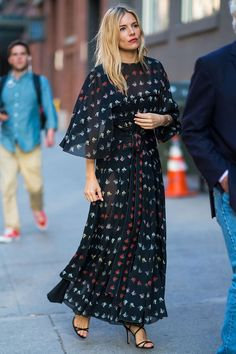 41 Sienna Miller Outfits We Will Never Tire Of- Sienna Miller Style: See the Actress's Best-Ever Looks Estilo Sienna Miller, Sienna Miller Style, Sienna Miller Hair, Looks Street Style, Looks Style, My Style, List Style, Style Blog, Celebrity Dresses