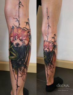 """artist: Carola Deutsch / Titel: """"roter Panda auf der Lauer"""" / Körperstelle: Unterarm / Entstehungsjahr: 2015 / Material: Tattoofarbe unter Haut"""
