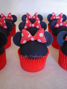 Minnie Mouse cupcakes are perfect for a birthday party. Do you think Mickey would be sad if he wasn't invited? Minnie Cupcakes, Minnie Cake, Yummy Cupcakes, Cupcake Cookies, Party Cupcakes, Birthday Cupcakes, Bolo Da Minnie Mouse, Gateaux Cake, Cupcake Heaven