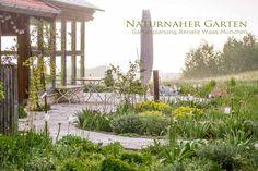 Naturnaher Garten bei München  Laut schnatternd begrüßten mich die Gänse, als ich bei meinem ersten Besuch zur Gartenberatung ein...