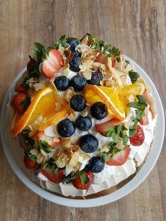Pavlova Cake boronappetit.blogspot.com