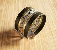 Bracelet manchette cuir Kaki, imprimé reptile beige doré et par Ccedille