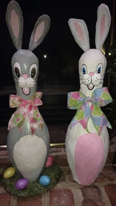 These spring bunnies turned out AWESOME!!! Sold them for $30 each. Handmade by Donna Stanley. Bowling Ball Crafts, Bowling Ball Art, Bowling Party, Bowling Pins, Craft Day, Craft Night, Craft Gifts, Cute Easter Pictures, Decorative Painting Projects