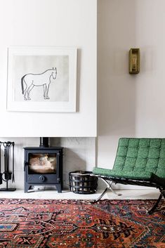 Stories - Frances Loom Founder Kelly Vittengl on How to Style Vintage Rugs Living Room Nook, Living Spaces, Machine Made Rugs, Beautiful Interiors, Vintage Rugs, Interior Inspiration, Loom, House Styles, Furniture