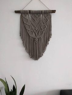 Macrame wall Hanger to branch. The pendant is knotted of a beautiful taupe cotton cord of 3 mm. Dimension Branch: 50 cm Width macrame: 38 cm Length macrame: 63 cm, measured from branch to longest point macrame, thus without the hanging cord. To give a better picture of the colour I put