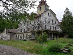 Amazing pictures of old abandoned houses you will love! – Strange Abandoned…