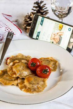Peperoni e patate: Ravioli di grano saraceno con patate e branzino al...