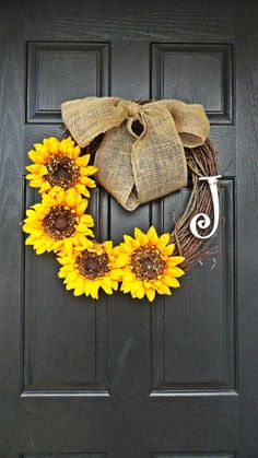 Summer and Fall Sunflower Wreath With White Monogram Lovely Burlap Bow - Diy for Houses Cute Crafts, Fall Crafts, Arts And Crafts, Diy Crafts, Do It Yourself Decoration, Do It Yourself Inspiration, Burlap Bows, Chevron Burlap, Sunflower Wreaths