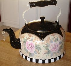 Another painted teapot. Love the crystal hanging from spout. Teapot Cookies, Mckenzie And Childs, Cute Teapot, The Joy Of Painting, Decoupage Vintage, Decoupage Ideas, Chocolate Pots, Tole Painting, Vintage Tea