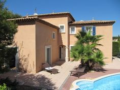 SIX FOURS LES PLAGES: Large modern villa, 700m to the sea.  €698,000/£565,450